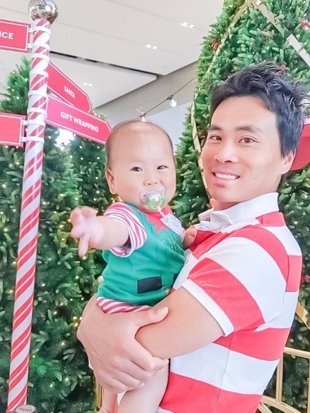 Daddy and baby celebrating Christmas selfie at the Shopping mall